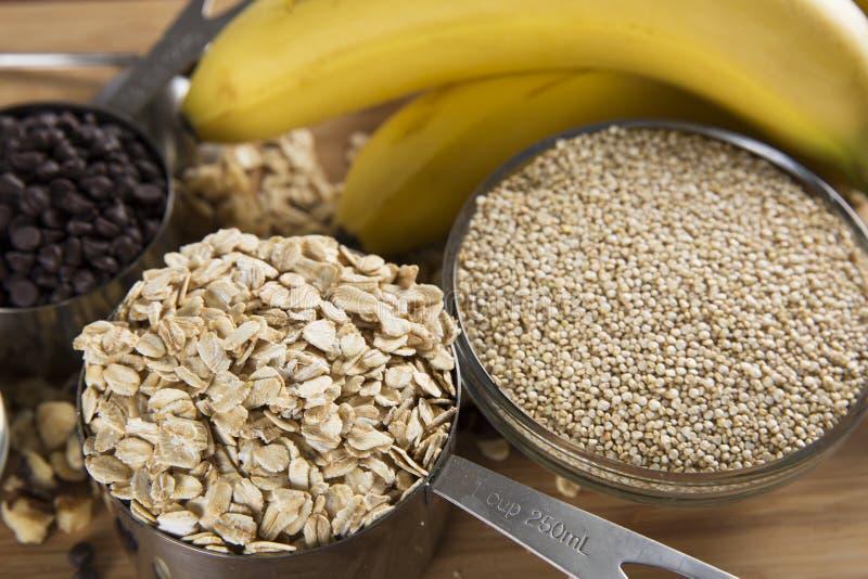 Ingredientes para barras de café da manhã imagens de stock royalty free