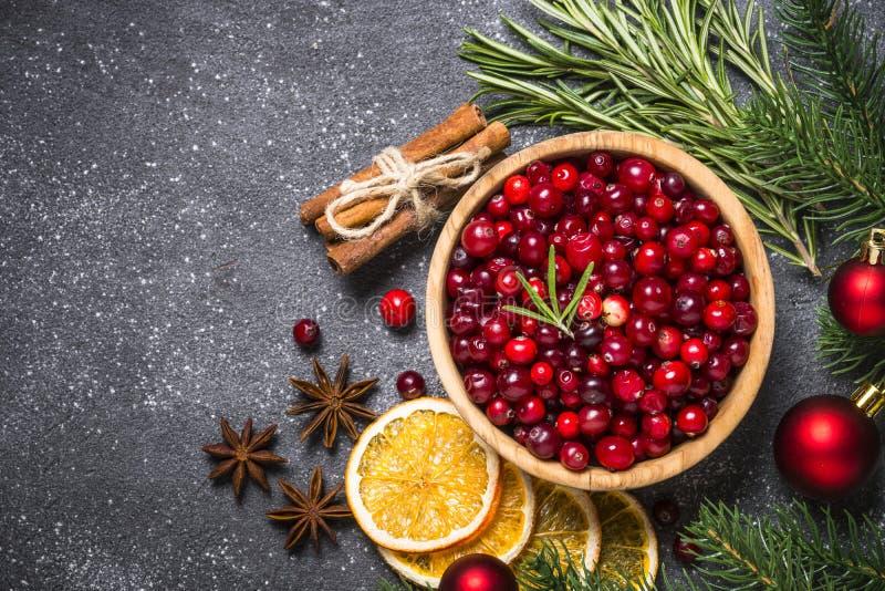 Ingredientes para a bebida do alimento do Natal ou a parte superior de cozimento vi do fundo foto de stock