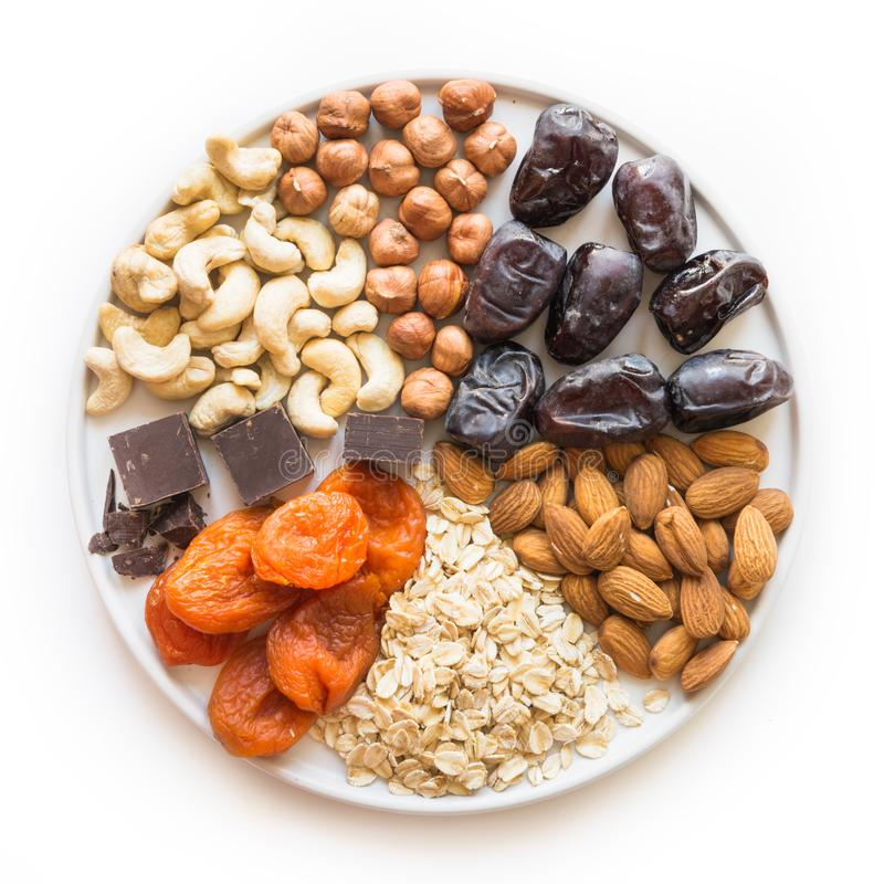 Ingredientes para bolas das datas da energia e nutriente para o estilo de vida saudável Alimento dos doces para o vegetariano e a foto de stock royalty free
