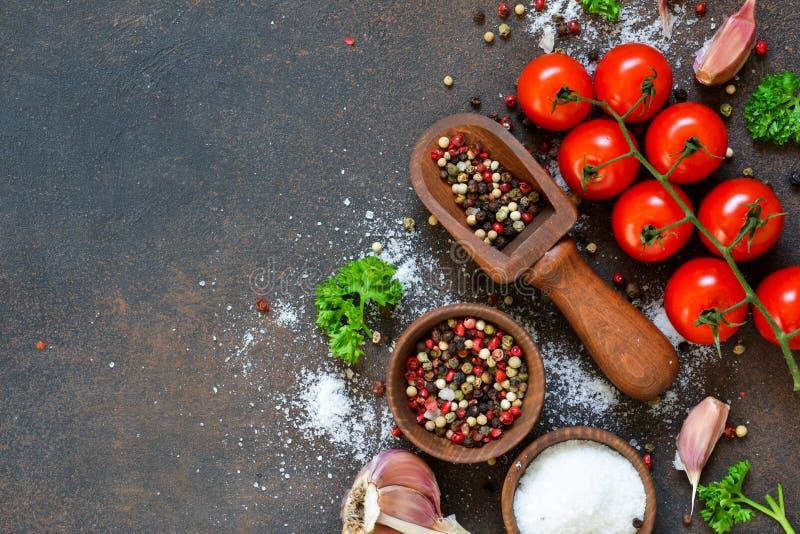 Ingredientes para cocinar Especias y vehículos Visión superior imagen de archivo libre de regalías