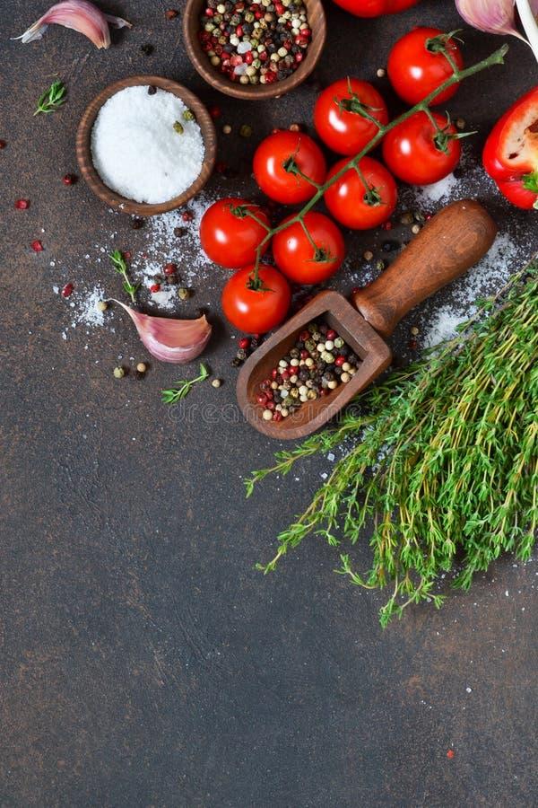Ingredientes para cocinar Especias y vehículos Visión superior imágenes de archivo libres de regalías
