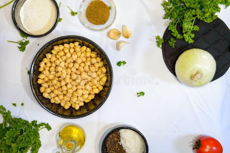 Ingredientes para cocinar la comida de Oriente Medio fotos de archivo