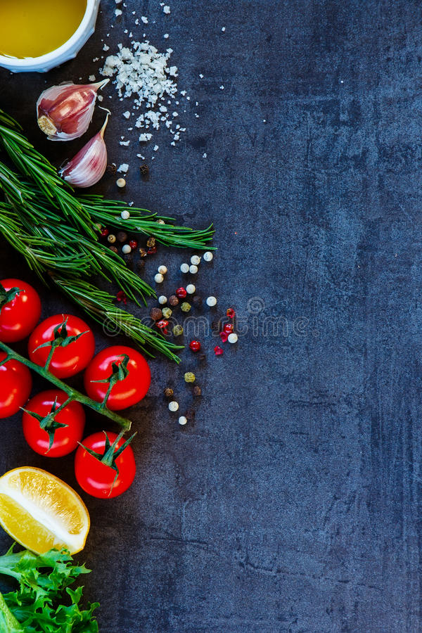 Ingredientes para cocinar vegetariano imagenes de archivo