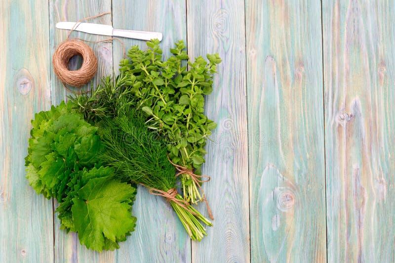 Ingredientes para cozinhar o dolma das folhas da uva fotos de stock