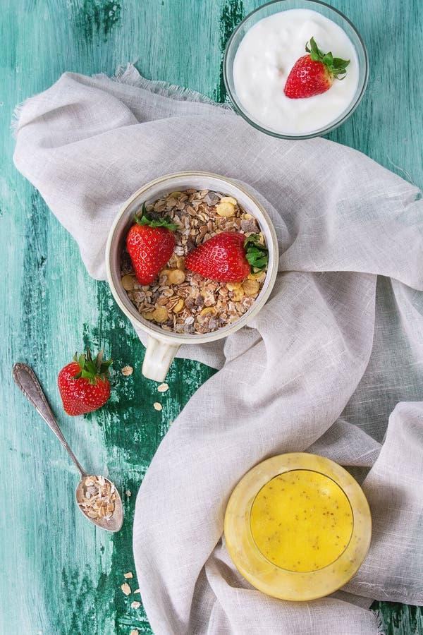 Ingredientes para el desayuno sano fotos de archivo libres de regalías