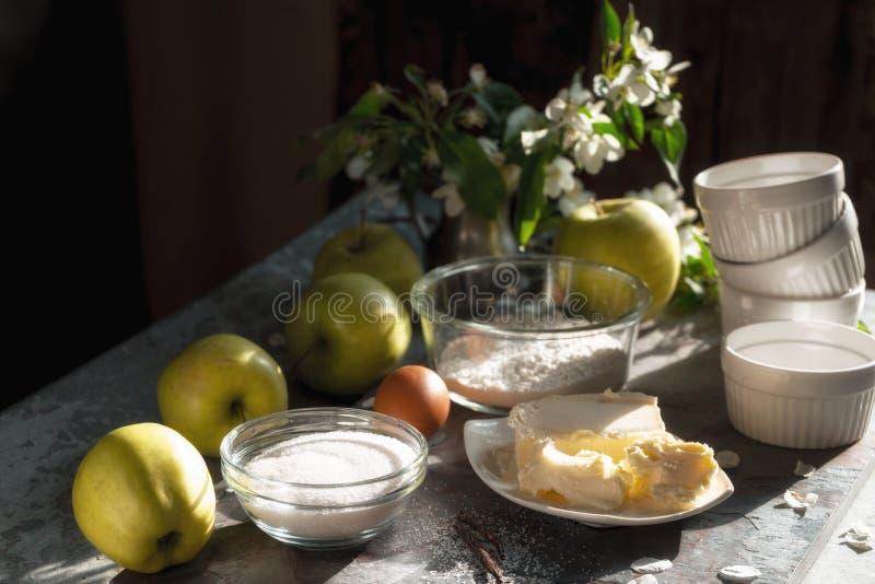 Ingredientes para la diagonal del tatena del tarte de la empanada de Apple imagen de archivo libre de regalías