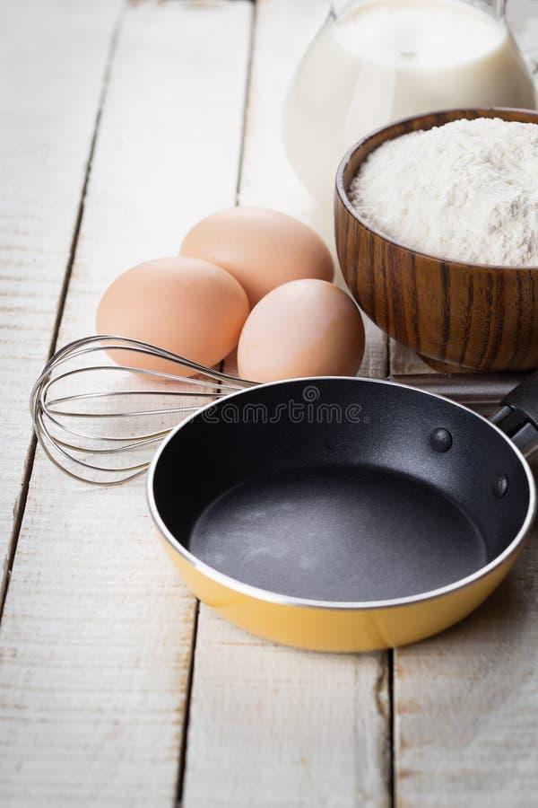 Ingredientes para las crepes. foto de archivo libre de regalías