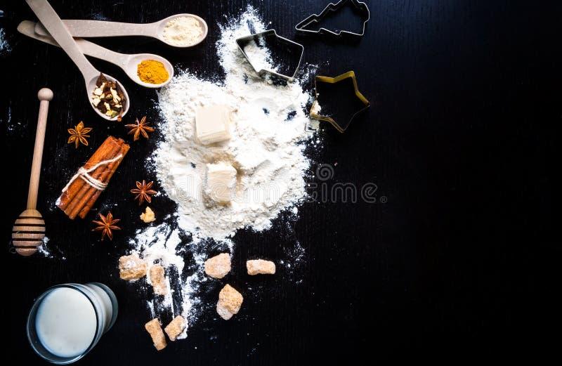 Ingredientes para las galletas del jengibre fotos de archivo