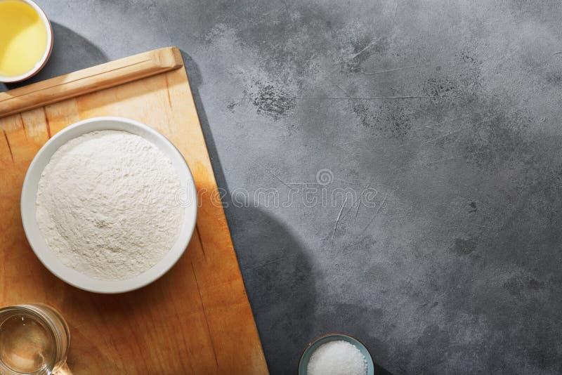 Ingredientes para los productos de la panader?a Visi?n superior foto de archivo libre de regalías