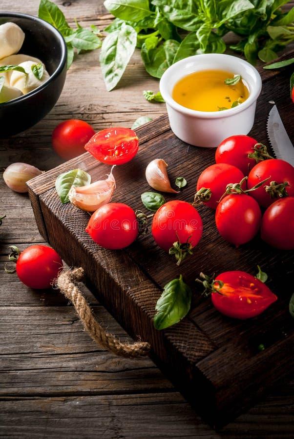 Ingredientes para o alimento italiano fotos de stock royalty free