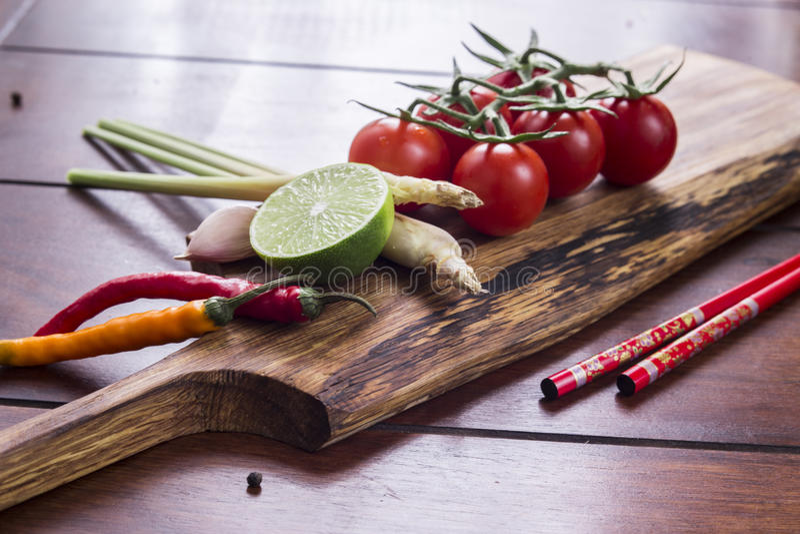 Ingredientes para o alimento tailandês, nardo, gengibre, alho, cocktail foto de stock royalty free