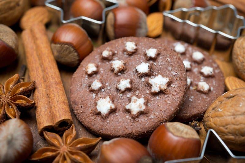 Ingredientes para o cozimento do Natal e as cookies do chocolate fotos de stock royalty free