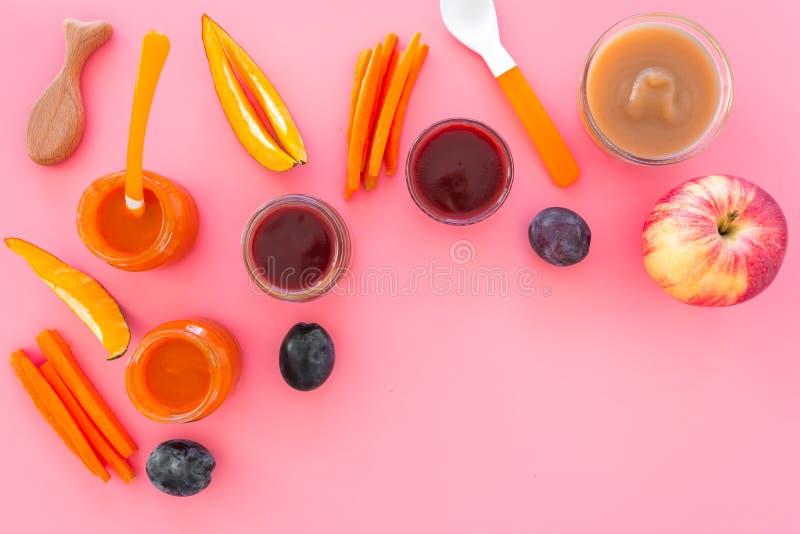 Ingredientes para o puré do bebê Variedade dos sabores do comida para bebê Vegetais e frutas Apple, cenoura, abóbora, ameixa seca foto de stock royalty free