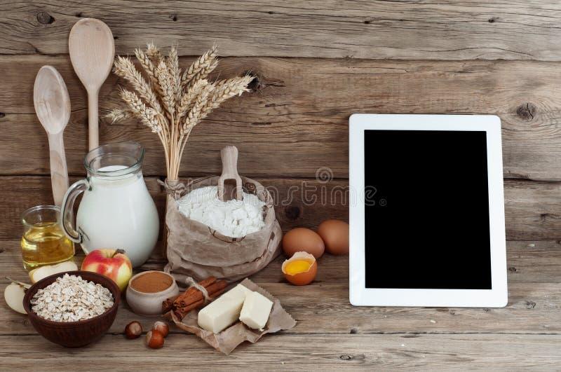 Ingredientes para a preparação de produtos da padaria fotografia de stock