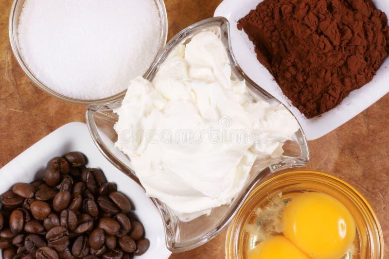 Ingredientes para preparar al italiano típico imagenes de archivo
