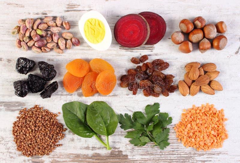 Ingredientes que contienen el hierro y la fibra dietética, nutrición sana foto de archivo libre de regalías
