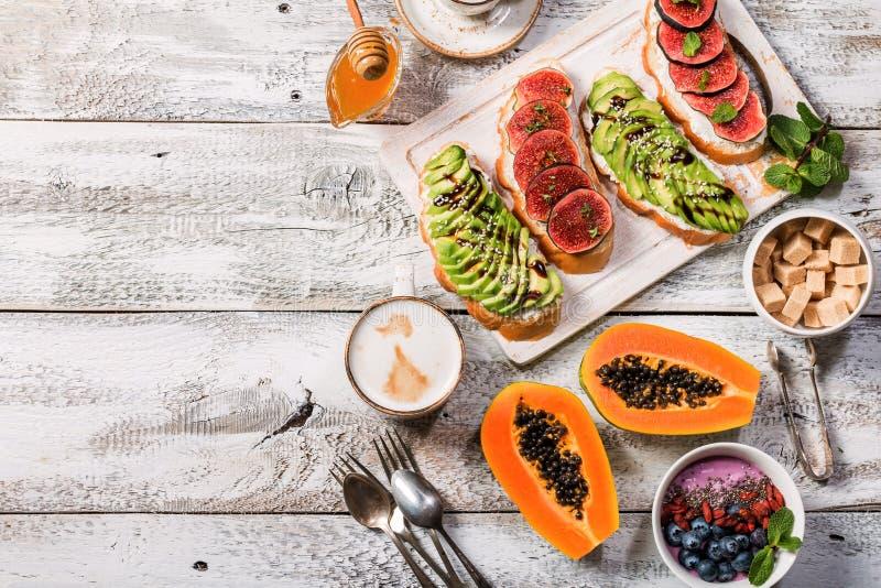 Ingredientes sanos del desayuno imagenes de archivo