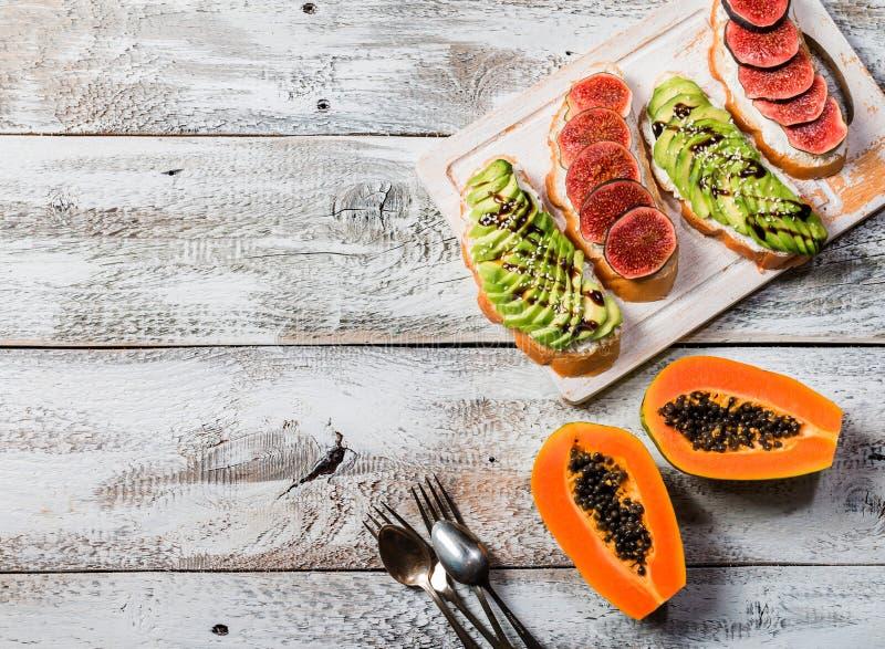 Ingredientes sanos del desayuno fotos de archivo