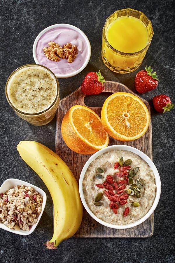 Ingredientes saudáveis do pequeno almoço imagens de stock
