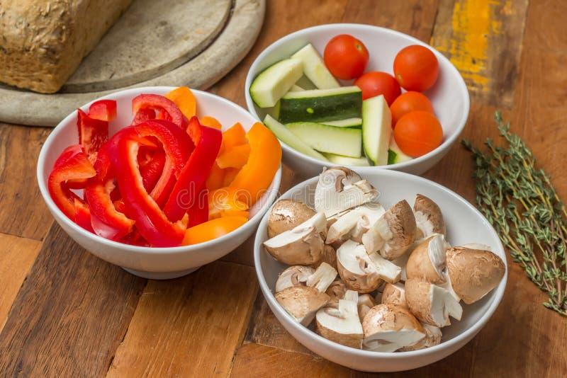 Ingredientes vegetais para o fondue de queijo imagem de stock