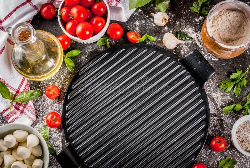 Ingredienti alimentari dell'italiano della pizza della pasta fotografia stock libera da diritti