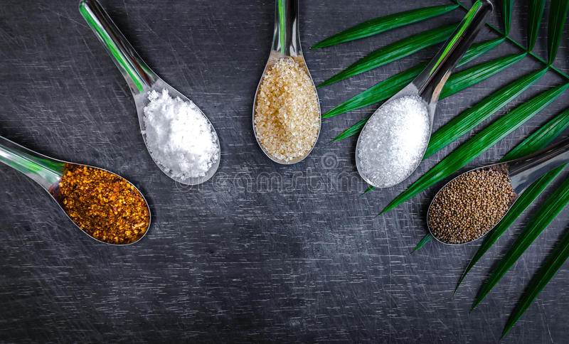 Ingredienti alimentari e condimento sopra la tavola illustrazione vettoriale