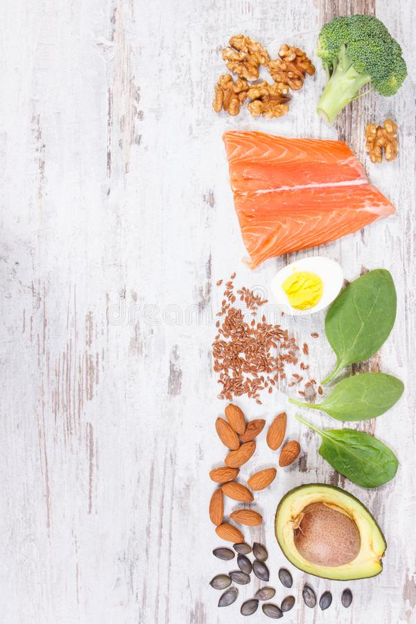 Ingredienti che contengono Omega 3 acidi, grassi e fibra insatura, stile di vita sano, nutrizione e concetto acido di dieta fotografia stock