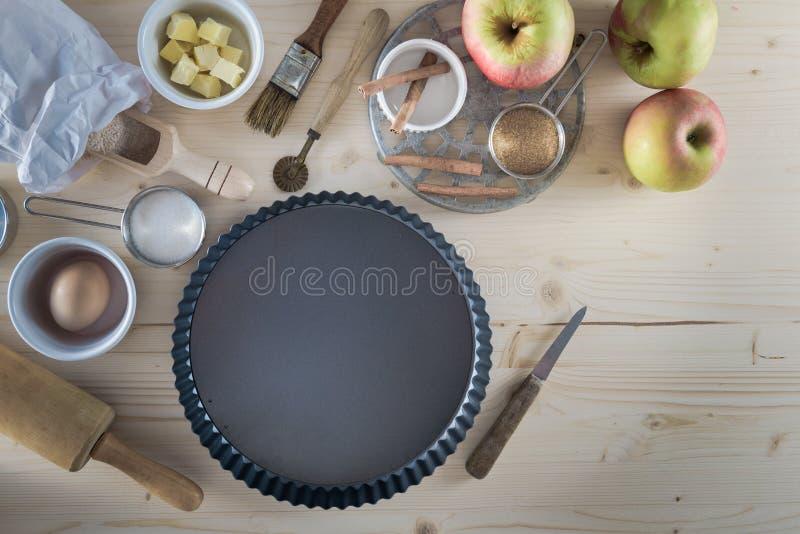 Ingredienti della torta di mele - fondo della preparazione di cottura immagini stock libere da diritti