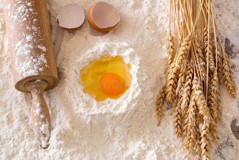 Ingredienti di base di cottura che cucinano concetto fotografia stock