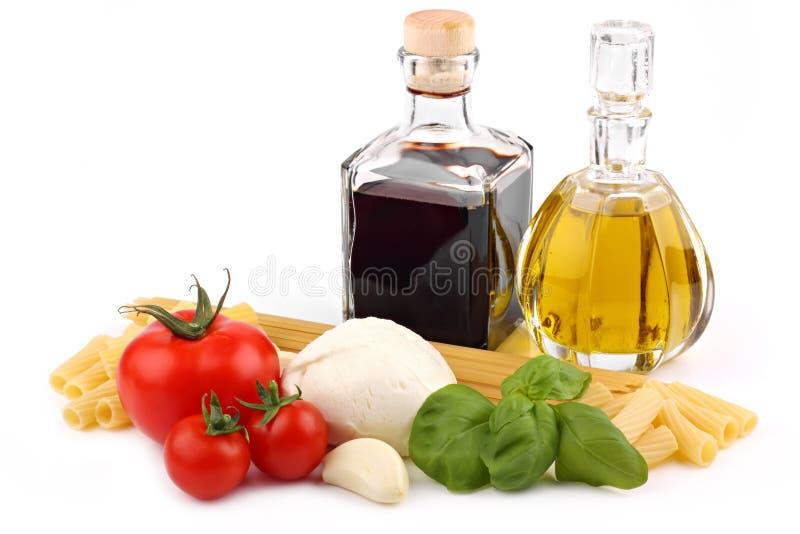 Ingredienti italiani 2 della pasta fotografia stock