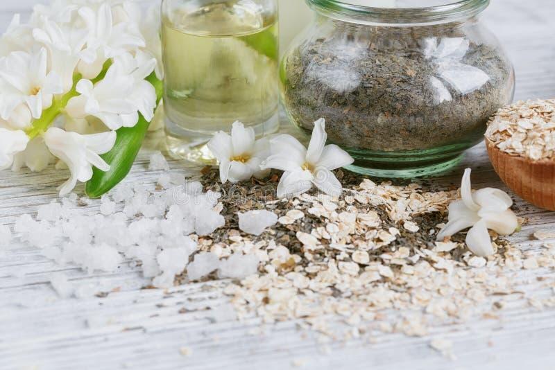 Ingredienti naturali per la maschera casalinga del corpo e del facial immagine stock