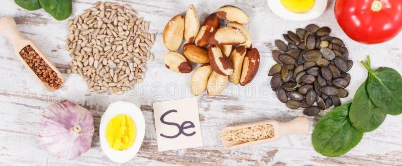 Ingredienti o prodotti come il selenio di fonte, le vitamine, i minerali e fibra dietetica fotografie stock libere da diritti