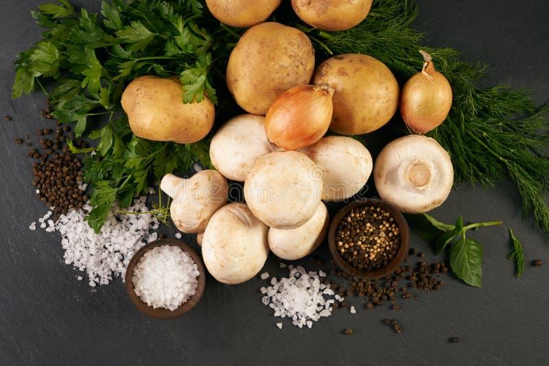 Ingredienti organici freschi per la preparazione del pasto vegetariano sano fotografia stock libera da diritti