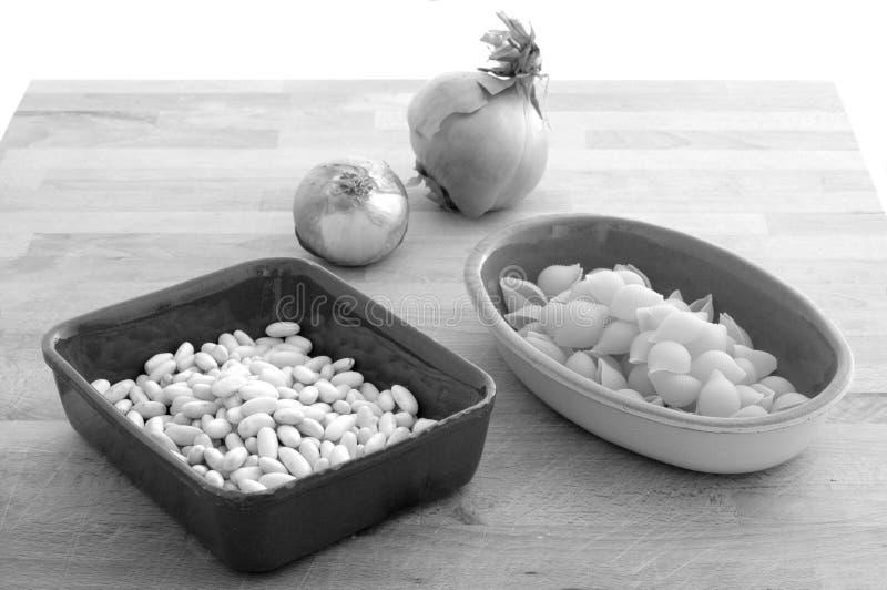 Ingredienti per il ` italiano retro BW di fagioli della pasta e del ` fotografie stock