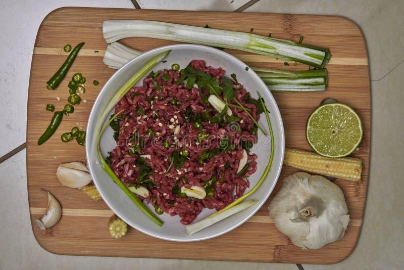 Ingredienti per il piatto tailandese del manzo con le verdure fotografia stock
