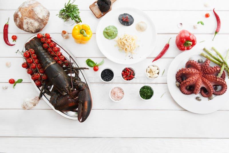 Ingredienti per la cottura, alimento crudo, disposizione del piano fotografie stock libere da diritti