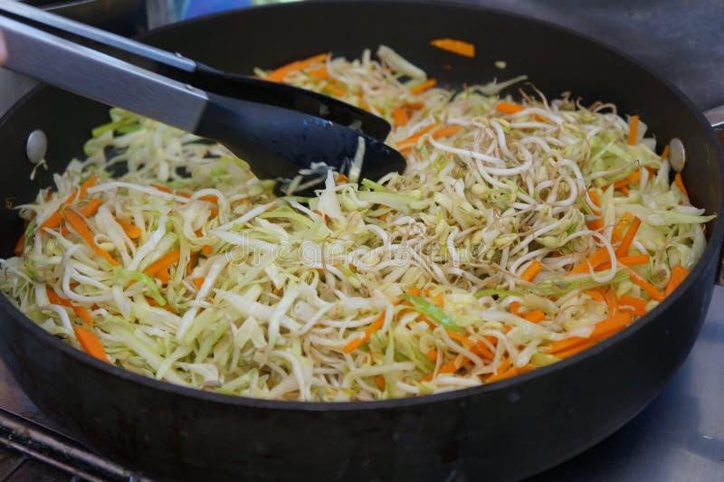 ingredienti per la preparazione della ricetta di chop suey fotografia stock libera da diritti
