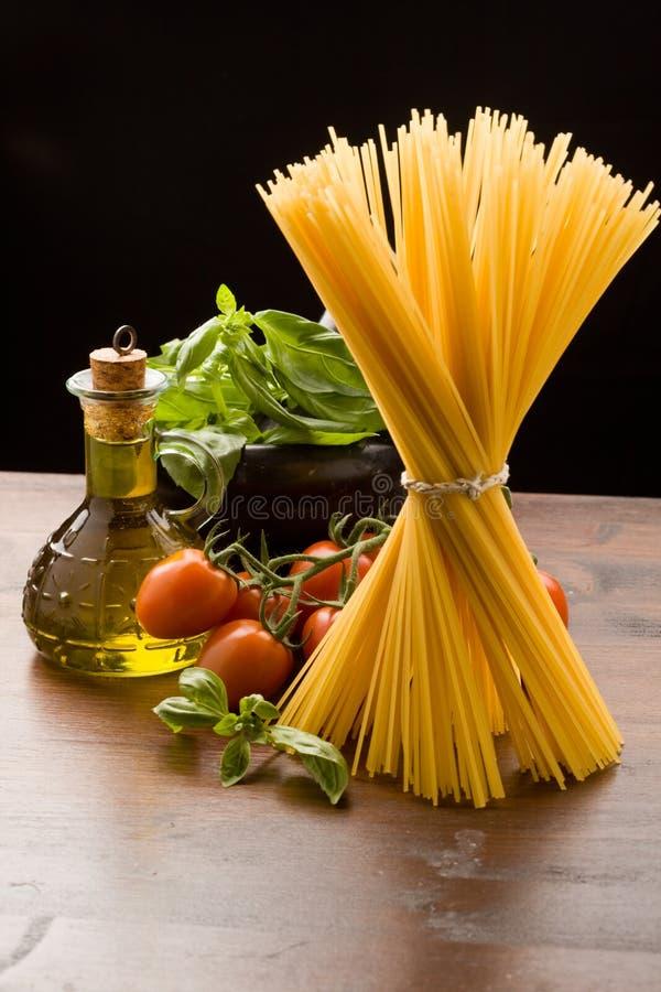 Ingredienti per pasta italiana immagini stock libere da diritti