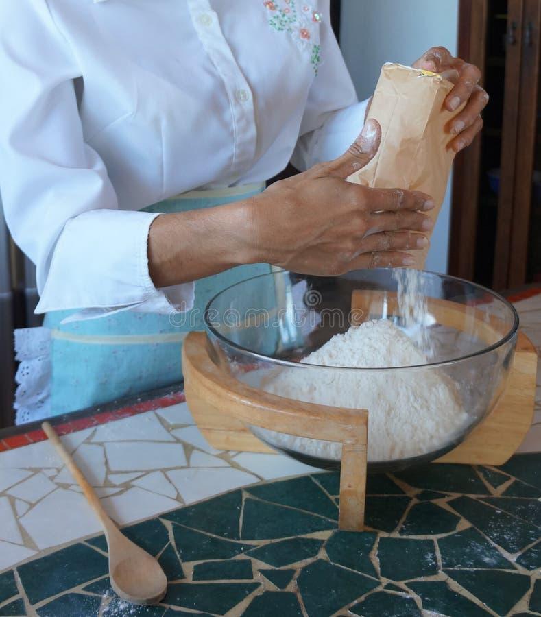 Ingredienti per produrre pane immagini stock