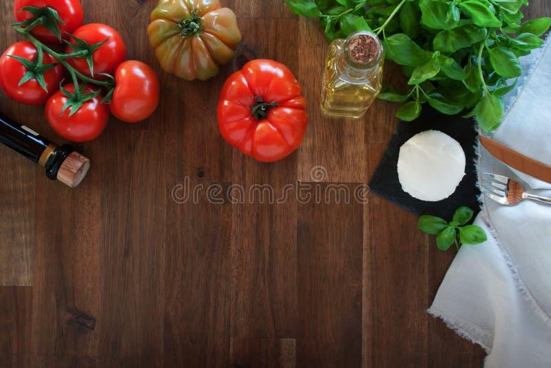 Ingredienti per un italiano caprese immagine stock libera da diritti