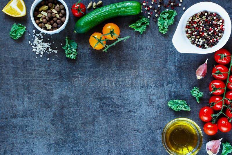 Ingredienti sani per insalata fotografie stock