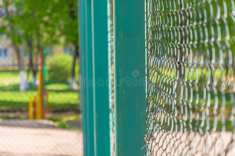 Ingrepp för att fäkta tennisbanan arkivbild