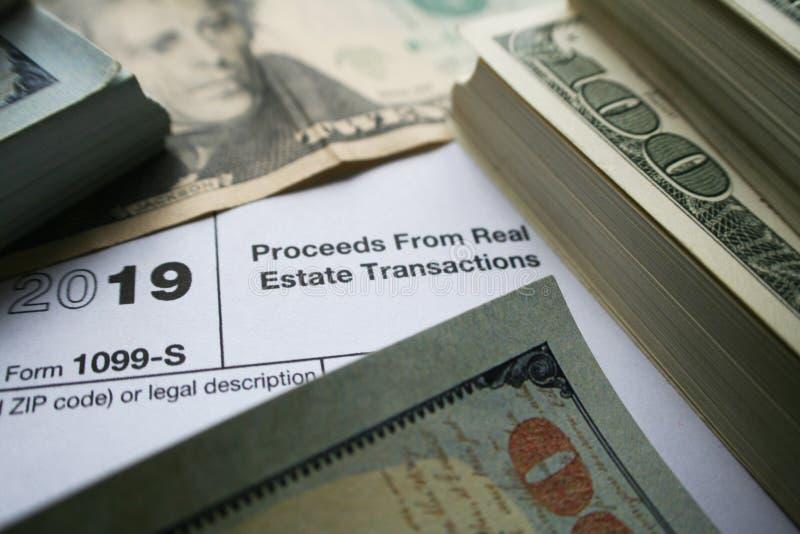 ingresos 1099-S de la forma de la transacción de Real Estate con el dinero de alta calidad imagen de archivo
