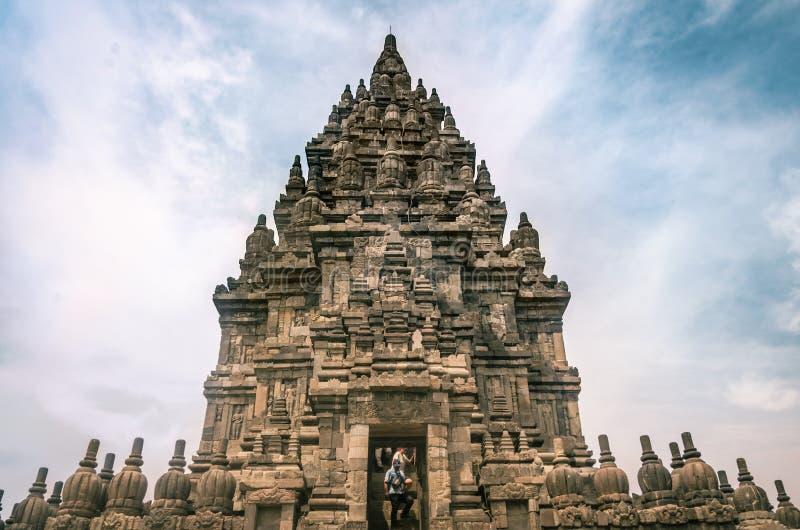 Ingresso al tempio Shiva, complesso di Prambanan, o Rara Jonggrang, a Yogyakarta, Indonesia, 26 dicembre 2019 fotografie stock libere da diritti