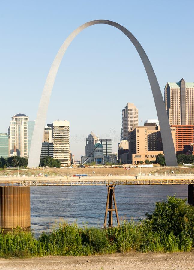 Ingresso dell'arco della st Louis Missouri Downtown City Skline ad ovest fotografia stock libera da diritti