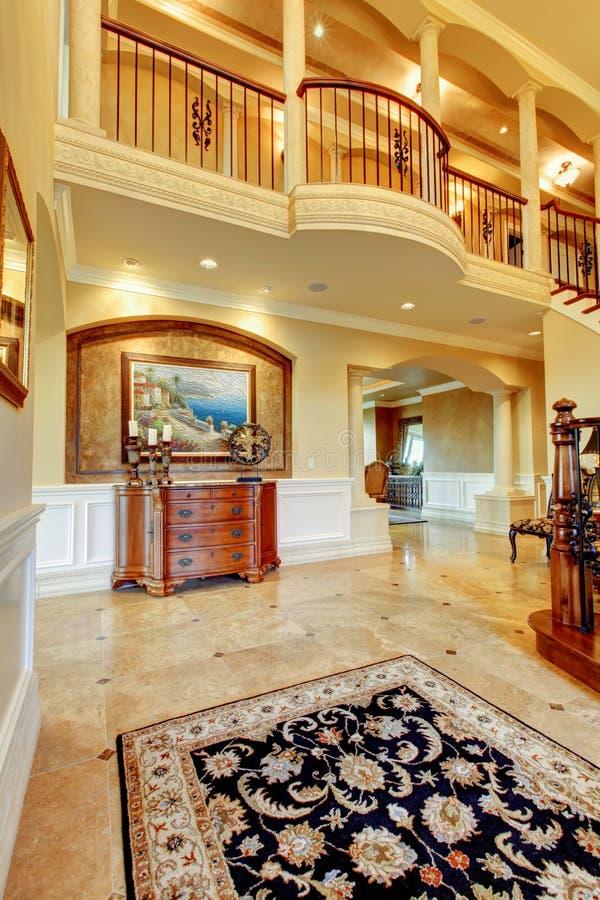 Ingresso elegante alla casa di lusso immagine stock for Ingresso casa moderno