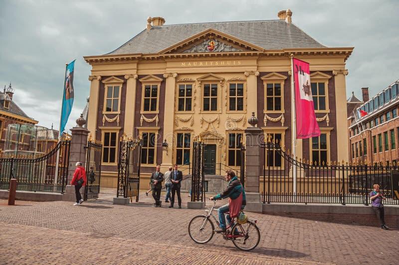 Ingresso nel cortile interno degli edifici pubblici gotici di Binnenhof a L'aia fotografia stock