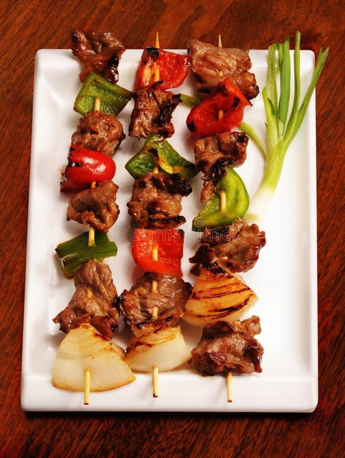 Ingrossi i kebabs di Shish fotografia stock