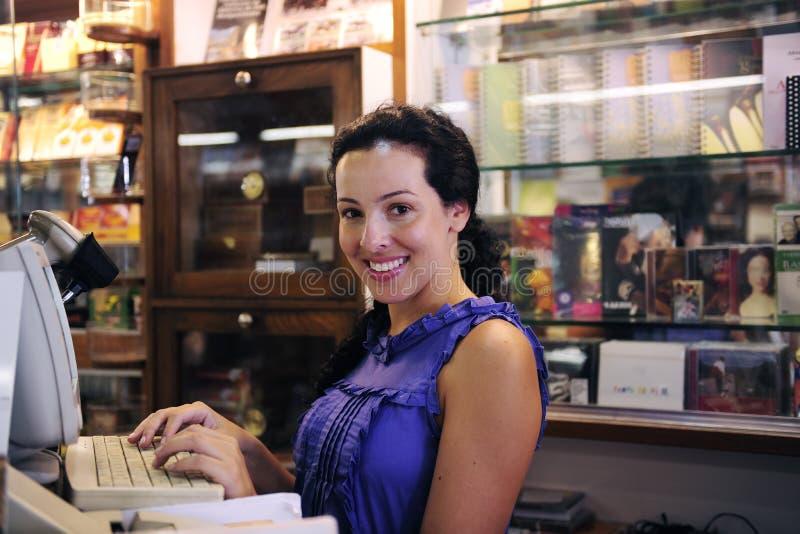 Inhaber einer Buchhandlung lizenzfreies stockfoto