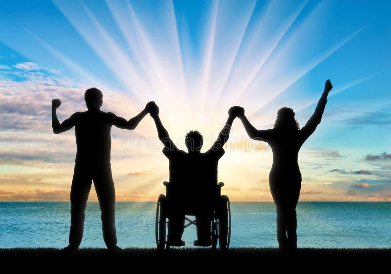Inhabilitado en la silla de ruedas y la gente sana que llevan a cabo las manos en el mar libre illustration